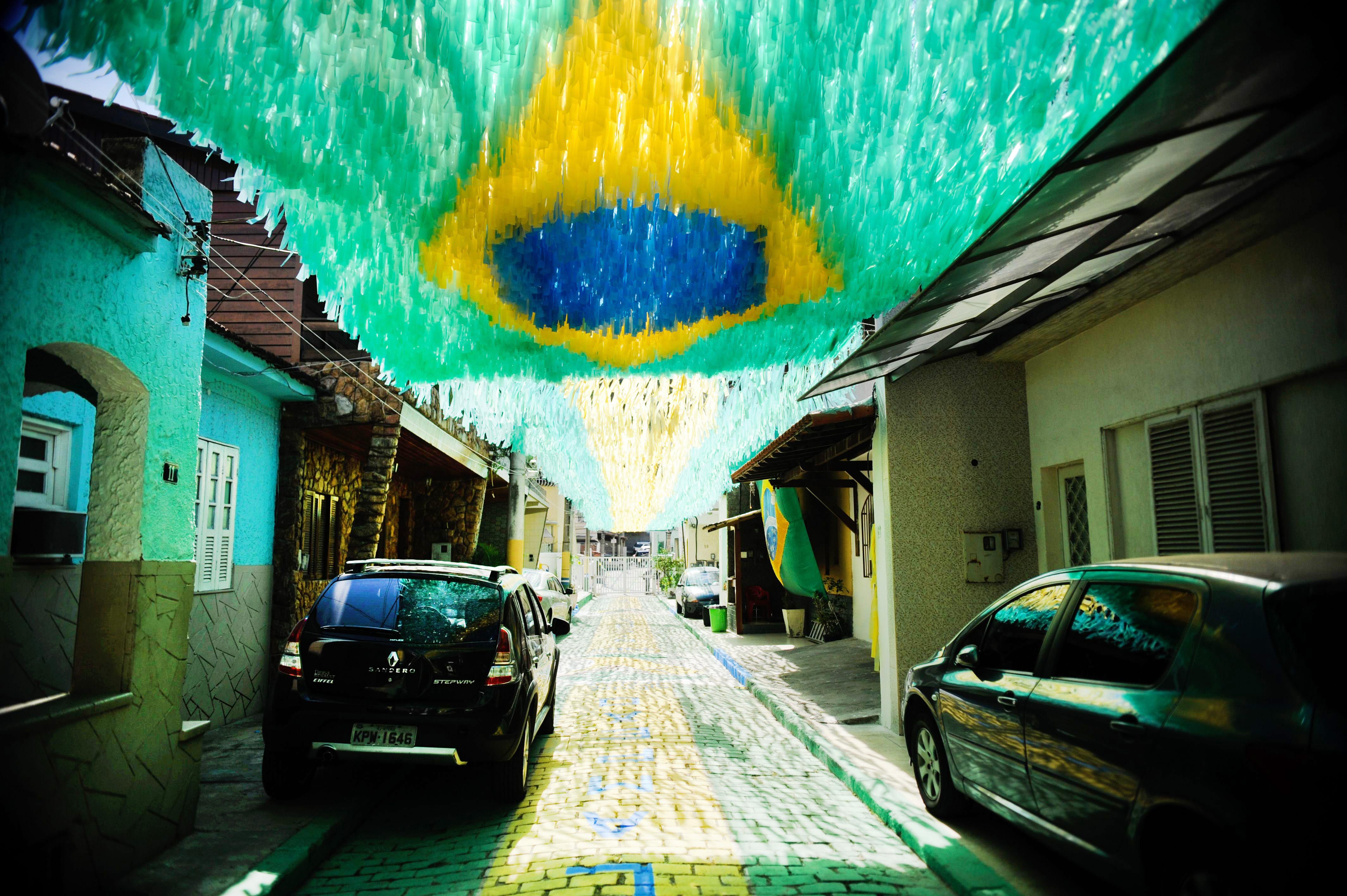 Rua-decorada-para-a-Copa-do-Mundo-de-2014-Rio-de-Janeiro-201405050002