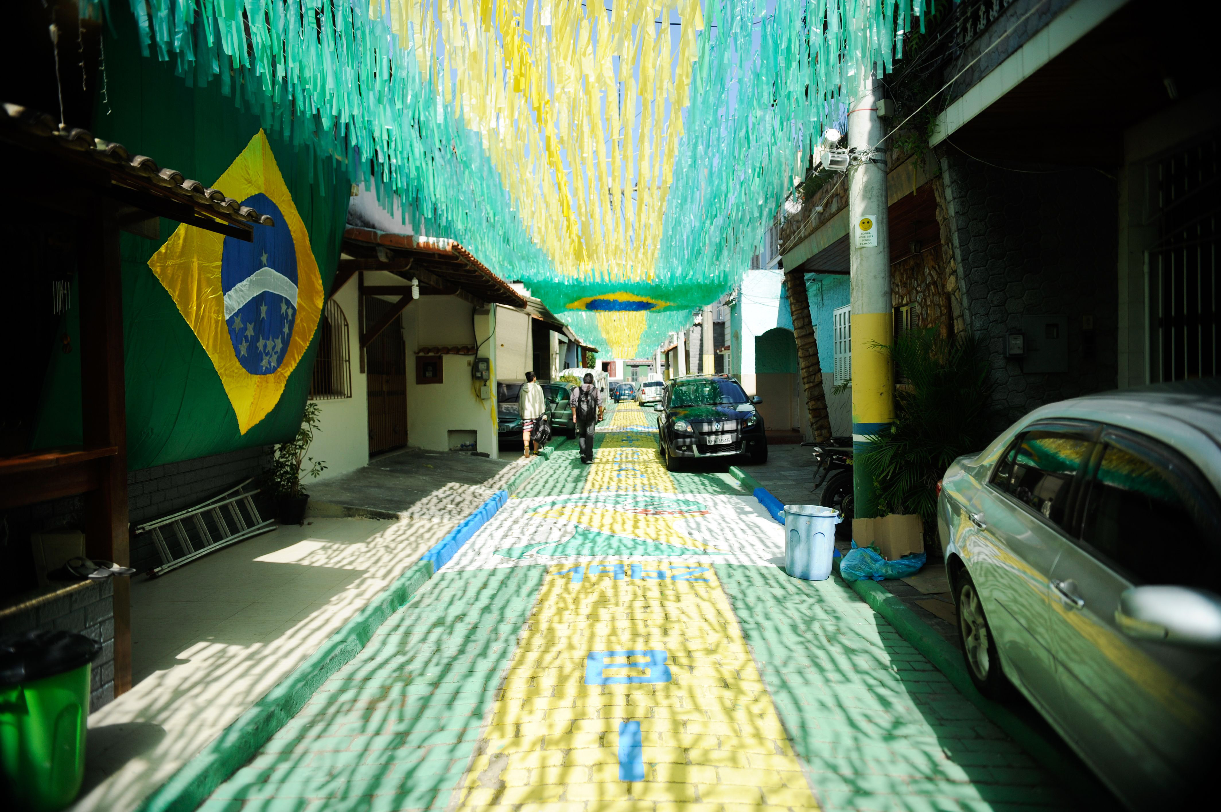 Rua-decorada-para-a-Copa-do-Mundo-de-2014-Rio-de-Janeiro-201405050003